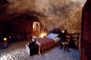camera-matrimoniale-albergo-diffuso-300x198