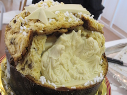 Fiasconaro panettone with white chocolate crèche